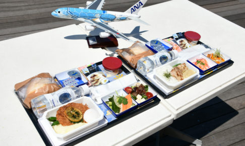 ANAとbillsがコラボレーションした機内食2種類。
