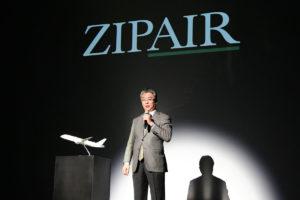 ZIPAIRの機体・制服デザインのお披露目で挨拶をする、西田真吾代表取締役社長。